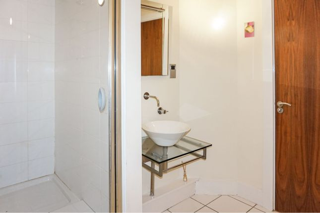 Bathroom of 33 Little Peter Street, Manchester M15