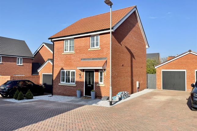 3 bed detached house for sale in Warwick Crescent, Basildon SS15