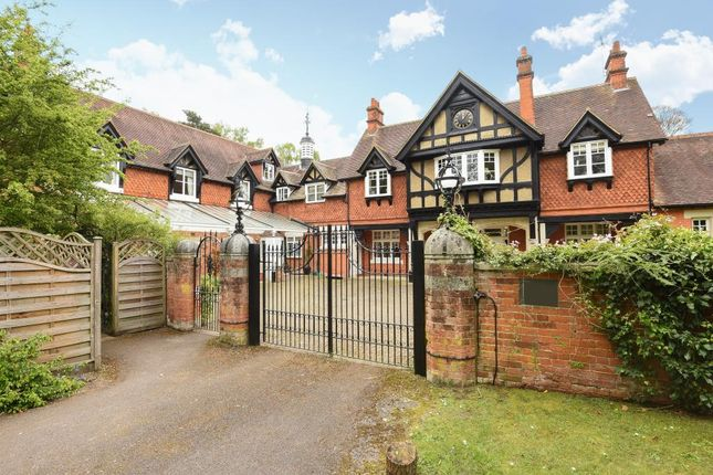 Thumbnail Flat for sale in Kings Yard, Ascot