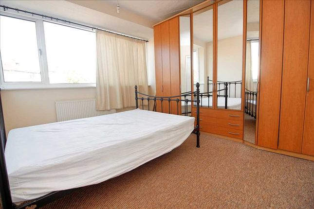 Bedroom 1 of Dale Avenue, Edgware HA8
