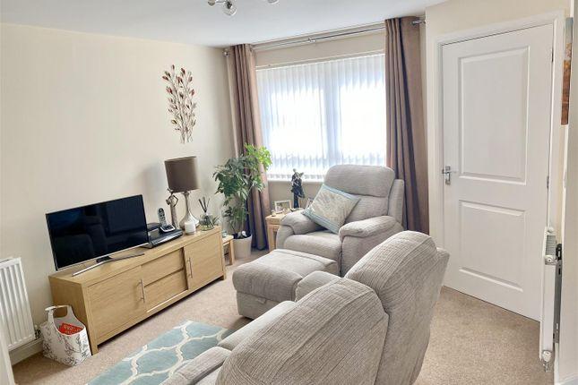Lounge of Restfil Way, Fernwood, Newark NG24