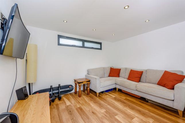 Family Room of Down Road, Guildford GU1