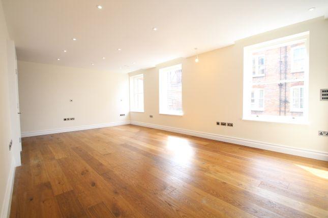 Studio to rent in Kensington High Street, London
