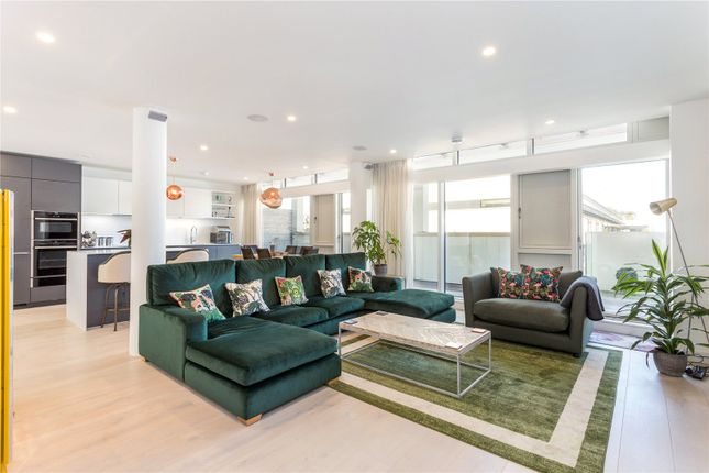 Thumbnail Flat for sale in Gabriel Square, St. Albans, Hertfordshire