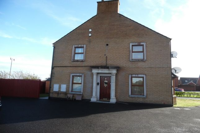 Thumbnail Flat to rent in Aylesbury Court, Newtownabbey