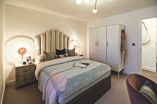 Bedroom of Chiswick High Road, Hounslow W4