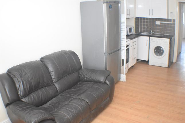 Thumbnail Flat to rent in Nightingale Road, London