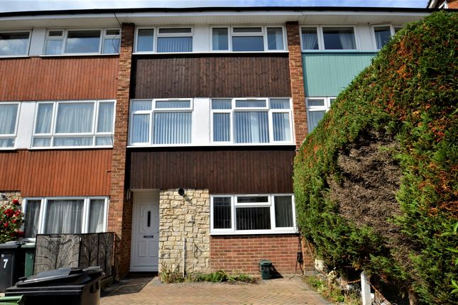 Thumbnail Town house to rent in Queens Drive, Guildford