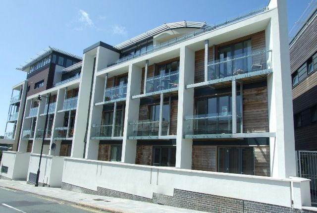 Thumbnail Flat to rent in Durnford Street, Stonehouse, Plymouth