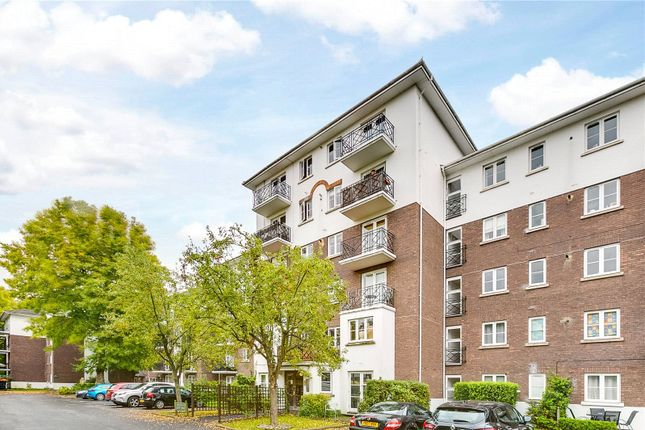 Thumbnail Flat to rent in Brompton Park Crescent, London