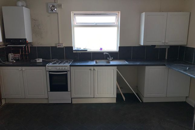 Thumbnail 4 bed flat to rent in Clarence Road, New Normanton, Derby