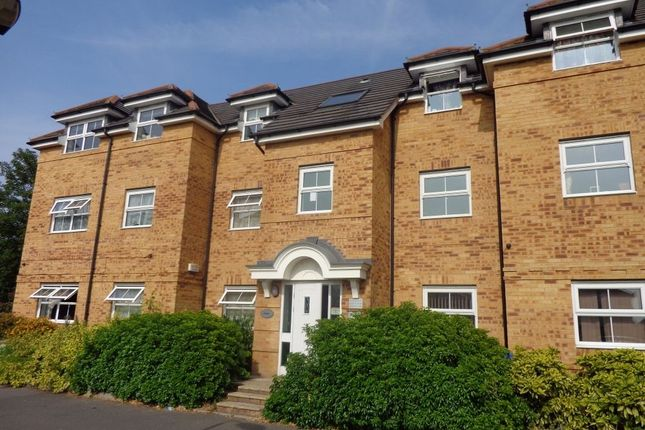 Thumbnail Flat to rent in Rutland Avenue, Slough, Berkshire
