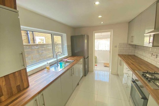 Thumbnail Terraced house to rent in Sutherland Road, London