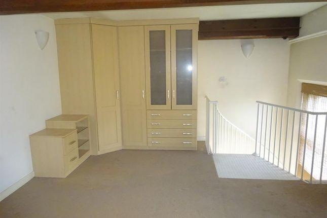Bedroom of Boothroyds, Halifax Road, Dewsbury WF13