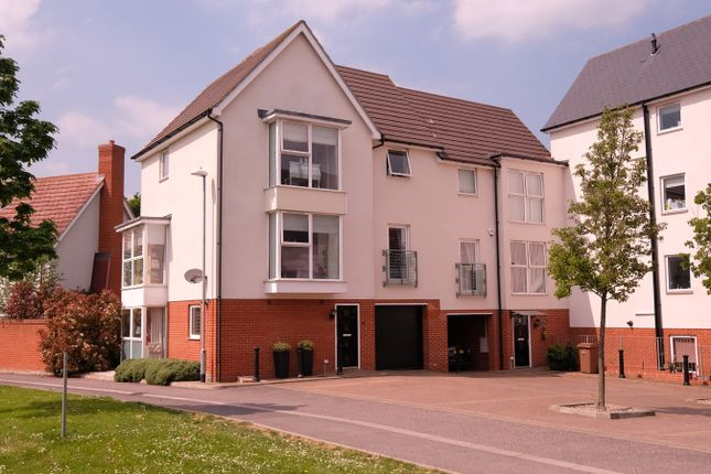 Thumbnail Town house for sale in Montfort Drive, Great Baddow, Chelmsford