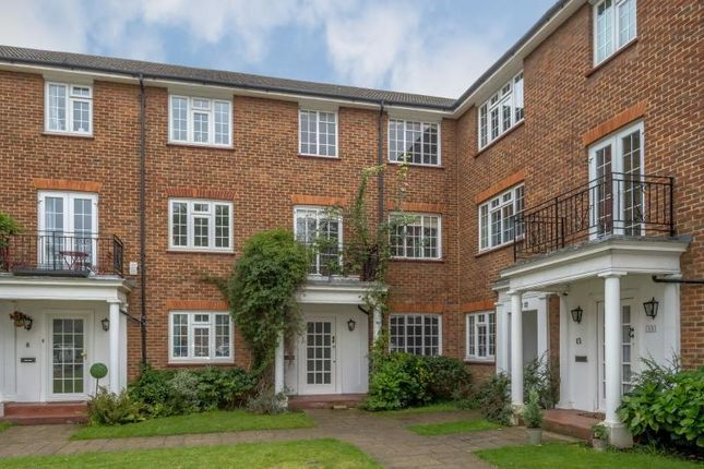 4 bed town house for sale in Kenmore Close, Kew