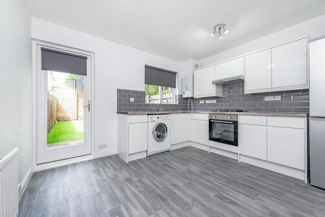 2 bed end terrace house to rent in Bramston Road, London SW17