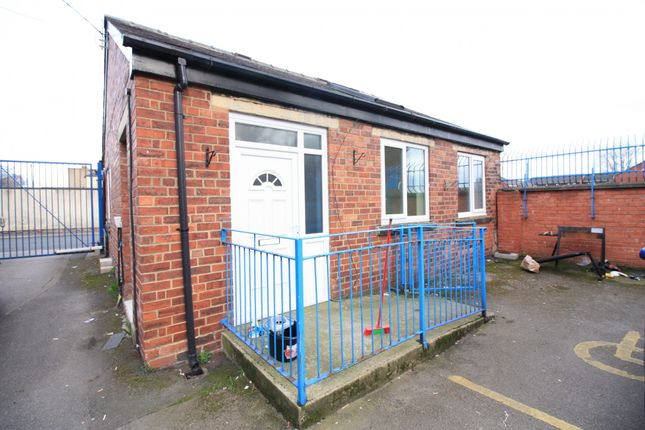 Thumbnail Bungalow to rent in Chapeltown Road, Leeds
