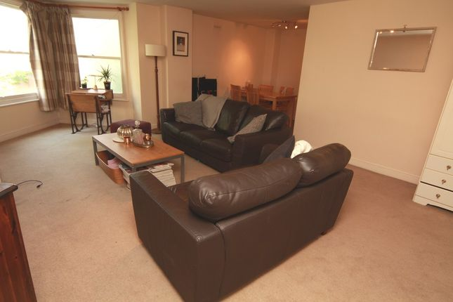 3 bed flat to rent in Tollington Park, London