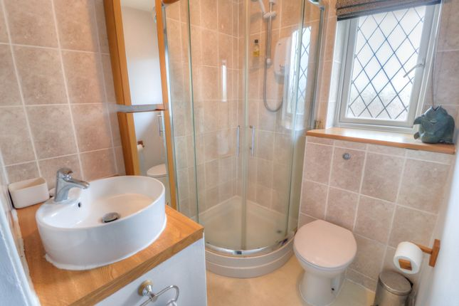En Suite of Drummond Way, Macclesfield SK10
