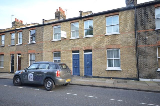 Thumbnail Cottage to rent in Cahir Street, London