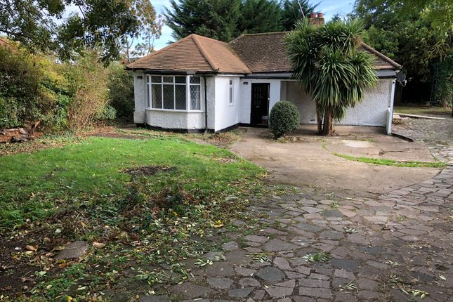 Thumbnail Detached bungalow to rent in Blandford Road North, Langley, Slough