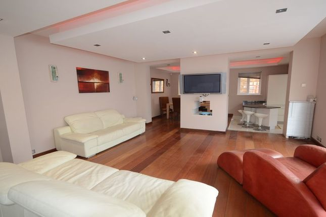 3 bed detached house to rent in Russell Street, Windsor