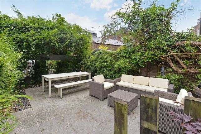 2 bed flat to rent in Cornwall Crescent, Notting Hill, London