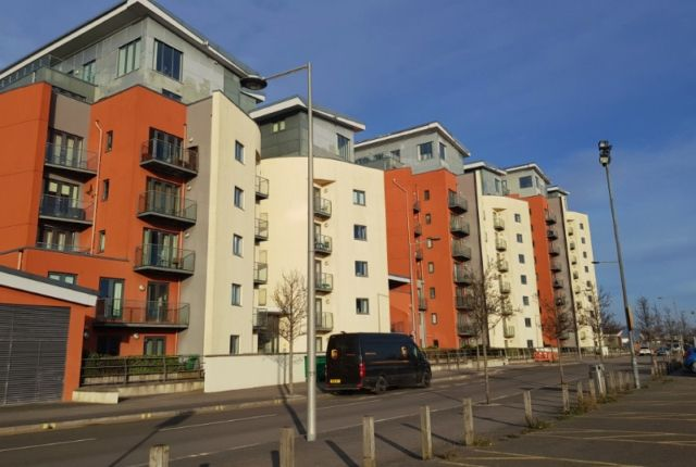 Thumbnail Flat to rent in South Quay, Kings Road, Swansea.