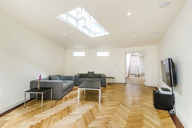 Thumbnail Terraced house to rent in Warwick Place North, London