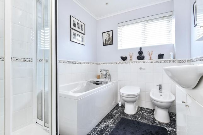 Bathroom of Finchley, London N3