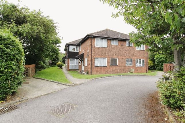 2 bed flat for sale in Larkshall Court, Linley Crescent, The Mawneys, Collier Row, Romford