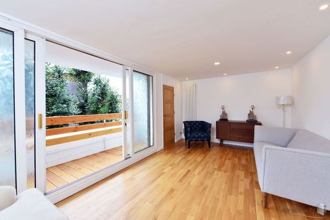 Thumbnail Flat for sale in Canton Street, London