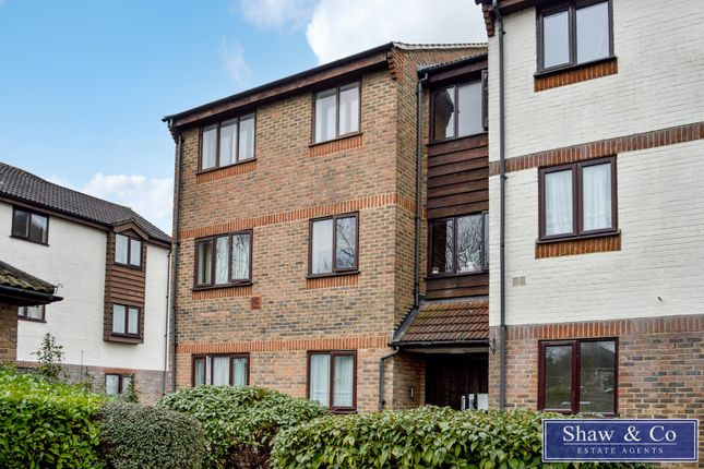 2 bed flat for sale in Marchside Close, Heston, Hounslow TW5