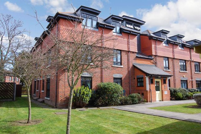 Thumbnail Property for sale in Bolton Drive, Morden