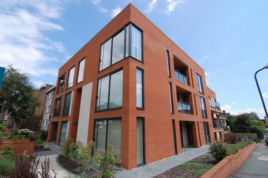 2 bed flat to rent in Worple Road, London