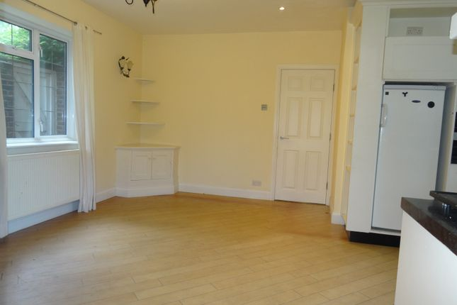 Thumbnail Semi-detached house to rent in Northdown Road, Belmont, Sutton