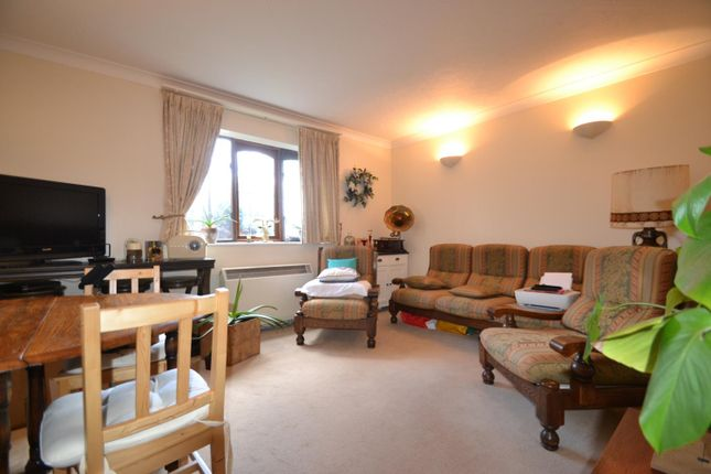 Lounge of High Street, West Molesey KT8