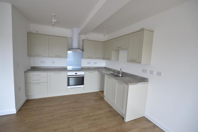 high street london colney st albans al2 3 bedroom flat to rent