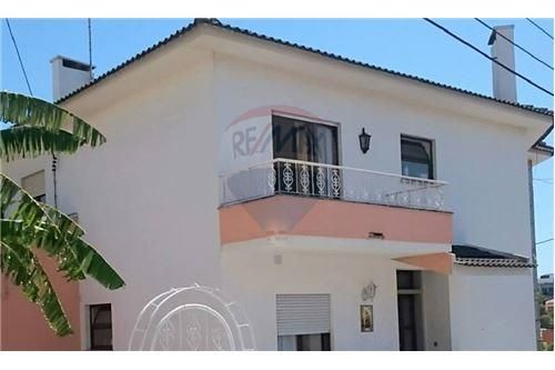 8 bed villa for sale in Cascais, Portugal