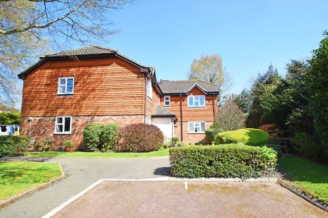 Thumbnail Flat for sale in Linden Court, Linden Chase, Uckfield