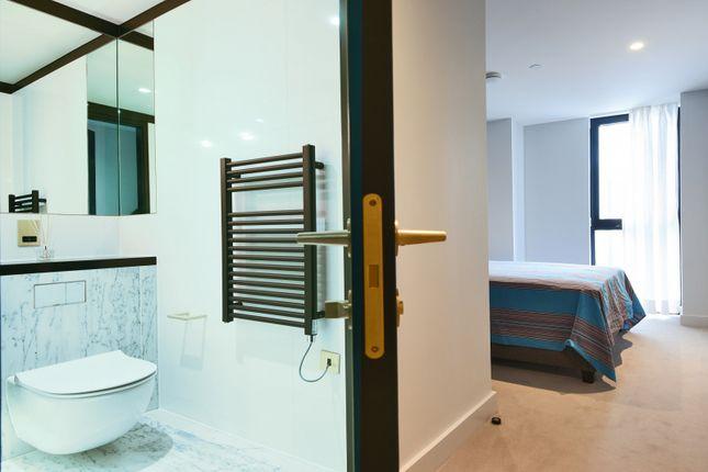 Bathroom of The Waterman, Tidemill Square, Lower Riverside, Greenwich Peninsula SE10