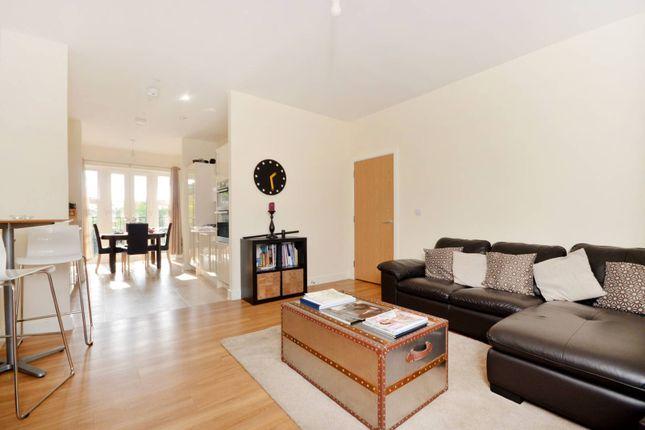Thumbnail Flat to rent in Gresham Park Road, Old Woking, Woking