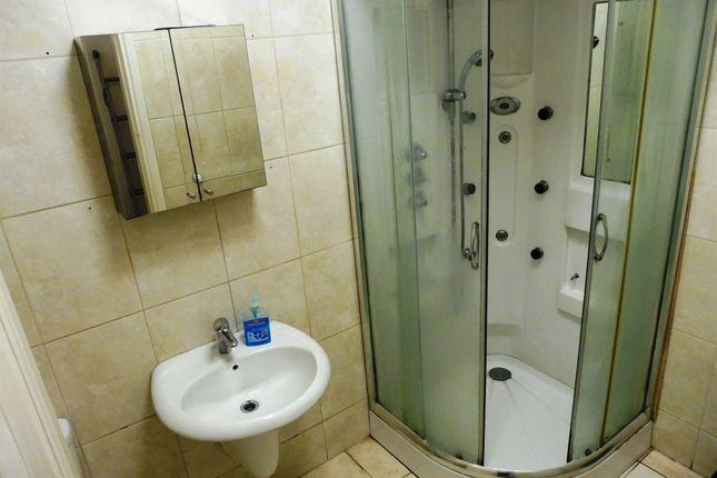 House Bathroom of Heaton Road, Manningham, Bradford BD9