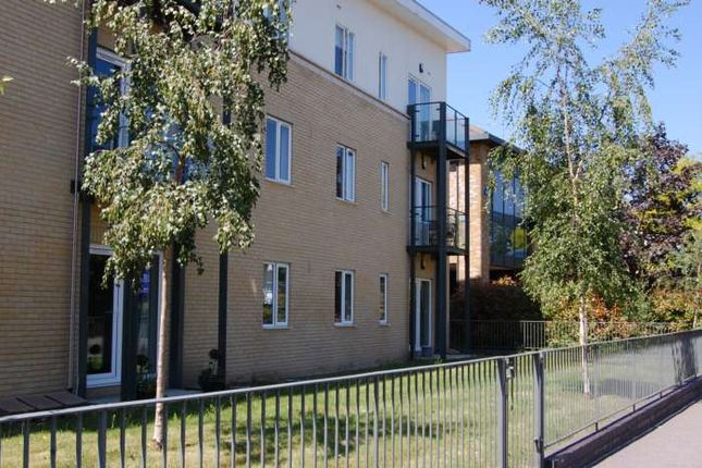 1 bed flat to rent in Byron Road, Addlestone