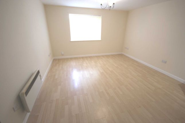 Thumbnail Flat to rent in Markham Street, Hyde