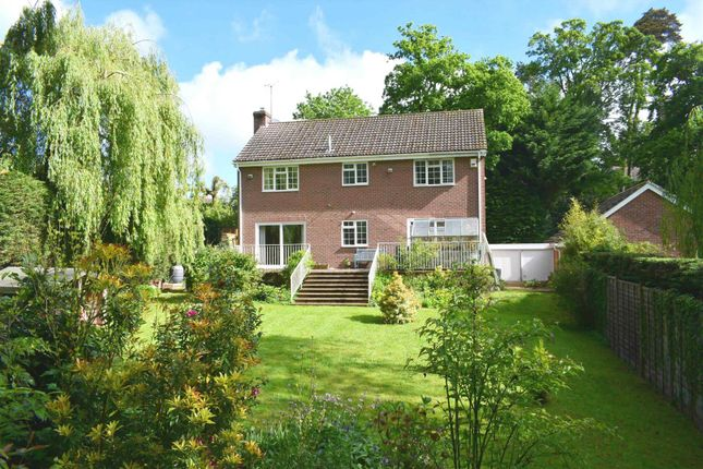 Thumbnail Property for sale in Willowmead Close, Newbury