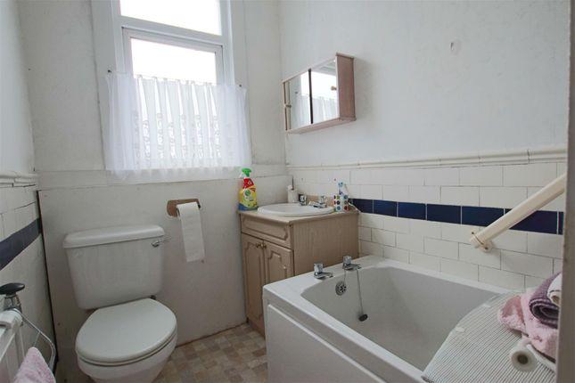 Bathroom of Indian Queens, St. Columb TR9