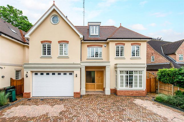 Thumbnail Detached house for sale in Winchfield Way, Rickmansworth, Hertfordshire
