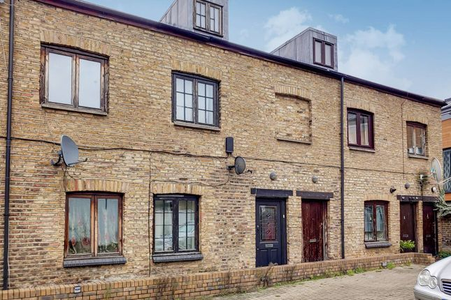 3 bed terraced house to rent in Tanners Mews, Deptford, London SE8